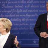 Bølgerne gik højt under nattens debat mellem de to amerikanske præsidentkandidater - demokraternes Hillary Clinton og republikanernes Donald Trump.