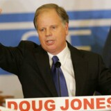 Baggrunden er, at den demokratiske kandidat til det amerikanske senat, Doug Jones, har vundet valget i den ellers så dybt konservative og stærkt republikanske stat Alabama.