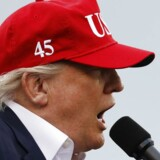 Trump er på krigsstien på sin Twitterprofil fredag.