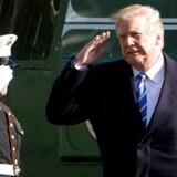 Præsident Donald Trump har besluttet at sende soldater til grænsen mod Mexico i en erkendelse af, at Kongressen ikke har taget hans ide om en mur til sig og afsat penge til den.