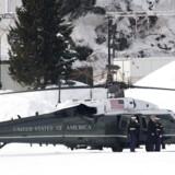 Marine One med Præsident Donald Trump om bord lander ved præsidentens ankomst til World Economic Forum i Davos. EPA/GIAN EHRENZELLER