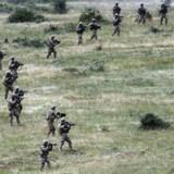 Arkivfoto: Amerikanske og bulgarske soldater træner sammen under NATO-øvelsen »Kabile - 2015« sidste sommer. Nu overvejer NATO at sende soldater til den russiske grænse Estland, Letland og Litauen, som frygter deres russiske nabo og derfor har bedt Nato om hjælp.