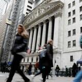 USA's økonomi voksede med 2,3 pct. i første kvartal i år i forhold til fjerde kvartal sidste år kvartal opgjort i annualiserede tal mod en vækst tre måneder tidligere på 2,9 pct. Konsensus blandt økonomerne var ifølge Bloomberg News en vækstrate på 2,0 pct. i første kvartal.