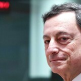 Chefen for Den Europæiske Centralbank, Mario Draghi, begynder nu at rulle den livgivende hjælp til de finansielle markeder i Europa tilbage.