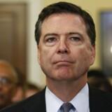 James Comey – FBIs øverste chef – har sat sig selv på anklagebænken ved igen at åbne den såkaldte e-mail-sag mod Hillary Clinton.