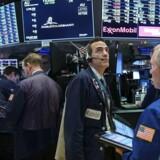 Den amerikansk dollar faldt fredag til det laveste niveau i mere end tre måneder over for flere valutaer på grund af tvivl om holdbarheden af den amerikanske økonomis fremgang i kølvandet på skattereformen ifølge nyhedsbureauet Reuters.