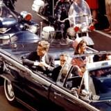 John F. Kennedy fotograferet under besøget i Dallas, Texa, 22. november 1963, kort før han blev skudt og dræbt .