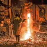 En arbejder på et stålvalseværk i tyske Salzgitter. Fremover vil USA sætte straftold på stål og aluminium fra EU, Canada og Mexico.