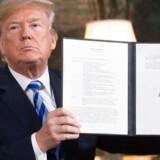 Den amerikanske præsident Donald Trump har underskrevet et dokument, der genindfører sanktioner mod Iran, efter at han natten til onsdag dansk tid meddelte, at USA trækker sig ud af den atomaftale med Iran, som ellers har bred opbakning fra hele verden. Foto: JONATHAN ERNST/Ritzau Scanpix