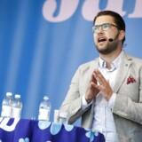 Sverigedemokraternas partileder, Jimmie Åkesson, mener, at det bør give adgang til regeringsmagten, hvis den opsigtsvækkende meningsmåling får ret, og partiet bliver det største ved det svenske valg.