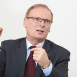 Direktøren for det tyske Bundesnetzagentur, Jochen Homann, vil have Google og Facebook registreret som teleselskaber, og så skal de overholde den skærpede lovgivning. Foto: Laurence Chapero, Bundesnetzagentur