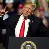 Mens en handelskrig lurer, har Trump gentagne gange sagt, at han ikke har tænkt sig at give efter og ændre kurs.