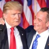 Reince Priebus sammen med Donald Trump, da Trump holdt sin sejrstale ved det amerikanske valg.