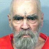 Arkiv. Den tidligere kultleder og amerikanske massemorder Charles Manson, der fik ni livstidsdomme for drabet skuespilleren Sharon Tate og seks andre mennesker i 1969, er død 83 år gammel.