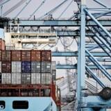 Den danske søtransport fylder en del i den danske eksport. Søtransporten er et af de områder, der vil blive ramt, hvis der udbryder handelskrig, fremhæver Dansk Bank.