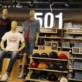 Levi's-cowboybukser er blandt de produkter, der bliver ramt.