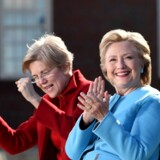 Demokraternes præsidentkandidat, Hillary Clinton, førte mandag valgkamp sammen med Massachusetts-senator Elizabeth Warren i New Hampshire. Scanpix/Robyn Beck