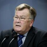 Forsvarsminister Claus Hjort Frederiksen (V) forsikrer, at forudsætningerne for at købe 27 nye kampfly hviler på et solidt grundlag. De Konservative er helt uenige.