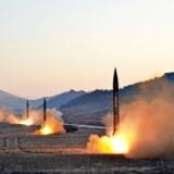 Det nordkoreanske nyhedsbureau udsendte 7. marts dette foto af fire missilaffyringer. Om det er de missiler, der dagen forinden blev sendt i retning af Japan, fremgår ikke af de medfølgende informationer. Foto: AFP