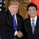 Meldingen fra Trump faldt under et pressemøde, som han holdt sammen med Japans premierminister, Shinzo Abe. Foto: AFP / Kiyoshi Ota