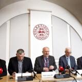 De daværende statsrevisorere. Idag er Lars Barfoed (yderst til venstre) og Lennart Damsbo-Andersen (nr. to fra højre) erstattet af Henrik Sass Larsen (S) og Villum Christensen (LA). De fire øvrige - Klaus Frandsen (RV), Peder Larsen (SF), Henrik Thorup (DF) og Søren Gade (V) - er stadig statsrevisorere.