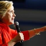 WikiLeaks siger, at de har mange flere e-mails, som er blevet hacket fra den demokratiske partiledelses computere i Washington, og at de snart vil blive offentliggjort.