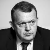 »De aner ikke, hvad der er op og ned,« skrev statsminister Lars Løkke Rasmussen (V) natten til tirsdag på Twitter på baggrund af en historie fra Ekstra Bladet, der handler om hans hustru.