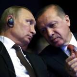 Den tyrkiske præsident Erdogan mødes med Vladimir Putin i Moskva i dag. Her ses de to i Istanbul under en konference i oktober i Istanbul.