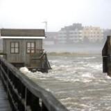 Med vindstød på op til 130 kilometer i timen har stormen Sebastian krævet tre dødsofre i Tyskland.