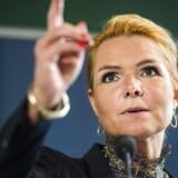 »Vi er nødt til at sætte hårdt mod hårdt over for den slags, og det betyder, at de i fremtiden ikke vil kunne få dansk statsborgerskab,« siger udlændinge- og integrationsminister Inger Støjberg (V).