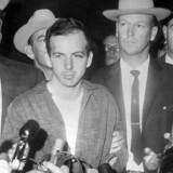 Oswald blev to dage efter drabet på Kennedy selv skudt og dræbt af natklubejeren Jack Ruby. Det skete på vej fra en politistation til et fængsel.