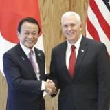 USAs Vicepræsident Mike Pence møder den japanske finansminister Taro Aso. Mike Pence er for tiden på diplomatisk besøg i Japan.