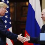 Donald Trump stillede sig på Ruslands side ved mødet med Putin i Helsinki og har dermed vendt ryggen til sine egne efterretningstjenester. Sådan lyder i hvert fald dommen på britiske og amerikanske avisforsider.