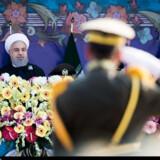 - Til dem i Det Hvide Hus siger jeg, at hvis de ikke lever op til deres forpligtelser, vil den iranske regering reagere beslutsomt. Hvis man forråder aftalen, skal man vide, at voldsomme konsekvenser venter, siger Hassan Rouhani. Reuters/Tasnim News Agency