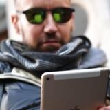 Tavle-PCerne får stigende konkurrence fra både stadig større smartphonetelefoner og de såkaldte 2-i-1-computere, hvor skærmen kan hægtes af og bruges uden tastatur. Arkivfoto. Chris J. Ratcliffe, AFP/Scanpix