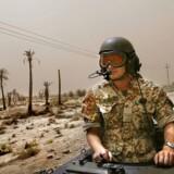 »Det er uværdigt, når vores egne soldater og nødhjælpsfolk bliver gidsler i et indenrigspolitisk spil og en indenrigspolitisk diskussion,« siger Jens Rohde (R), der som Venstre-politiker i 2003 var med til at sende Danmark i krig i Irak. Her ses danske soldater på patrulje i landet.