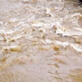 Arkivfoto. Den japanske by Atika er blevet oversvømmet af kraftig regn, og mennesker bliver evakueret fra deres hjem.