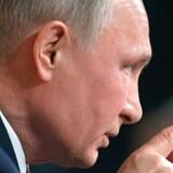 »Lad os tænke over, hvad demokrati er,« sagde Vladimir Putin, der har regeret Rusland som præsidenten og premierminister i 17 år, på et pressemøde i Moskva.