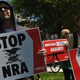 Sidste uges skoleskyderi på en skole i Florida har sat gang i en heftig debat om USA's våbenlovgivning. Foto: MANDEL NGAN