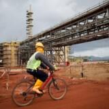 Lynas er blandt de få ikke-kinesiske fabrikker, der bearbejder sjældne jordarter, som bruges i blandt andet mobiltelefoner.