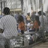 Børn spærret inde ved den mexicansk-amerikanske grænse.