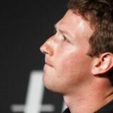 33-årige Mark Zuckerberg har de seneste tre måneder solgt flere egne aktier end nogen anden ansat i noget firma, og han gjorde det senest, lige inden dataskandalen brød ud. Arkivfoto: Jim Watson, AFP/Scanpix