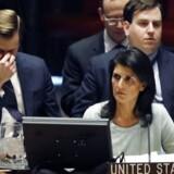 USA nye FN ambassadør Nikki Haley maner til ro og siger, at USA stadig støtter en tostatsløsning mellem Israel og palæstinenserne.