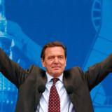 Gerhard Schröder var tysk kansler fra 1998 til 2005. Siden har han arbejdet for det Gazprom-ejede Nord Stream-selskab, der står for at bygge og drive en russisk gasrørledning i Østersøen.