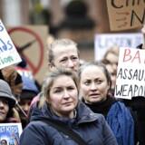 Over 200 mennesker demonstrerede lørdag foran den amerikanske ambassade i København. Foto: Philip Davali/Ritzau Scanpix