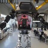 Ingeniører fra Hankook Mirae Technology i i Sydkorea har udviklet en menneskelignende robot, der kan programmeres til flere ting. Det er ikke denne robot, der er diskussion om, men teknologien går hurtigt i den retning. / AFP PHOTO / JUNG Yeon-Je