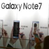 Store reklamer for Galaxy Note 7 med den digitale pen, inden det gik galt, og Samsung måtte trække 2,5 millioner solgte telefoner tilbage. Arkivfoto: Jeon Heon-kyun, EPA/Scanpix