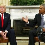 RB PLUS Obama klar med løftet pegefinger til Trump- - Barack Obama (th) og Donald Trump mødes i det ovale værelse i Det Hvide Hus d. 10. november 2016- - Se RB 21/11 2016 15.00. Obama klar med løftet pegefinger til Trump. Hvis USA's kommende præsident, Donal Trump, tramper på amerikanske værdier og idealer, så vil Obama ikke forholde sig passivt, lover han. (Foto: KEVIN LAMARQUE / Scanpix)