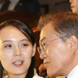 Sydkoreas præsident Moon Jae-in lytter til søsteren til Nordkoreas Kim Jong-un, Kim Yo-jong, ved en koncert i National Theater of Korea i Seoul, Sydkorea, 11 February 2018. EPA/YONHAP SOUTH KOREA OUT