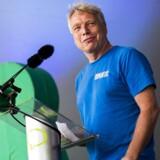 Oxfam IBIS ærgrer sig over, at Alternativet har brugt udviklingsorganisationens navn til at rense sig selv i forbindelse med at have modtaget penge gennem skattely. På fotoet ses Alternativets politiske leder, Uffe Elbæk, på folkemødet på Bornholm i juni 2017.